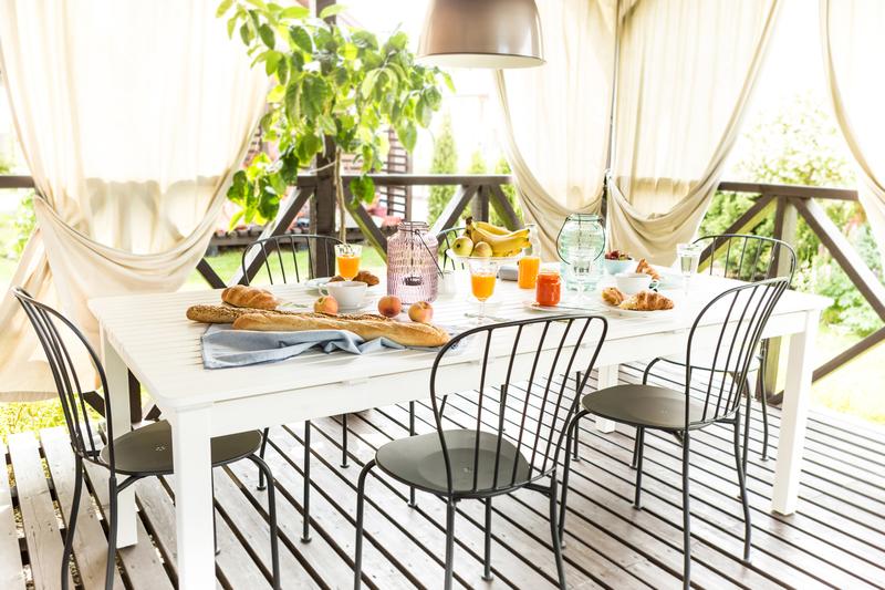 záhradný kovový nábytok